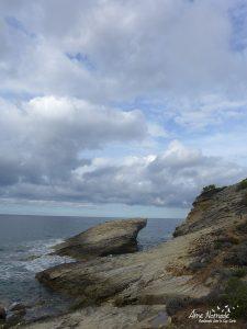 Rochers calcaires au bord de l'eau