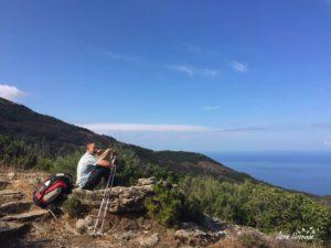Repos avec vue sur la mer depuis les crêtes du Cap Corse