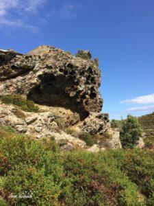 Grotte naturelle au-dessus de la Scala Brocciu à Canari